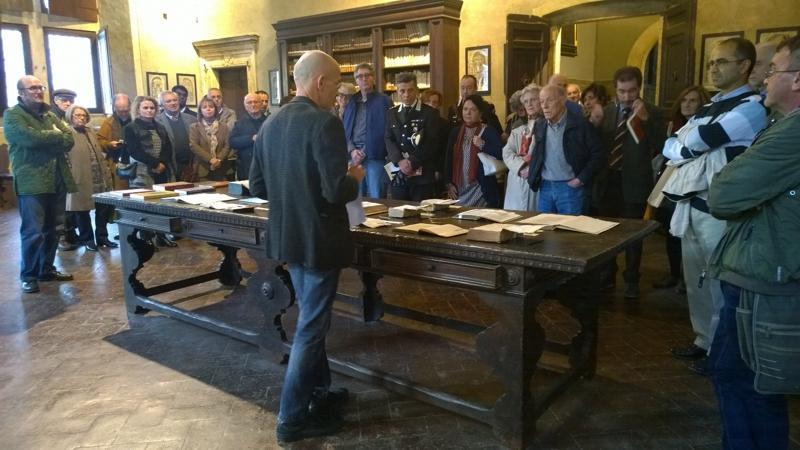 Francesco Dondoli illustra le edizioni a stampa del DE ASIA nella Biblioteca di Palazzo Piccolomini